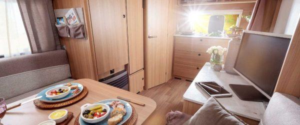 Screenshot_2021-01-18 LMC Style 400F Pärchen-Wohnwagen mit Platz sparendem Klappbett